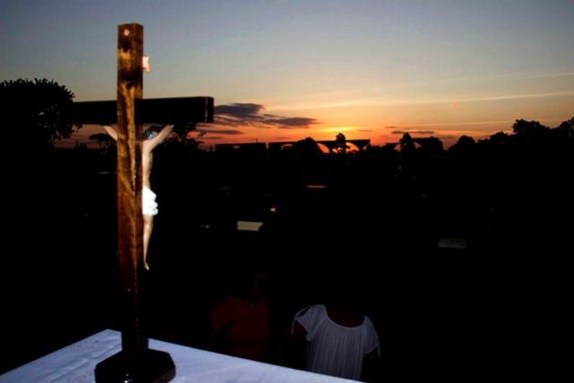Dia de Finados foi marcado por missas e cultos nos Cemitérios de Toledo