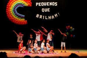 Escolas Municipais realizam apresentações culturais no Teatro de Toledo