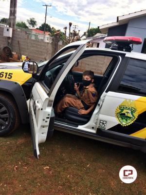 Criança de Santa Helena ganha farda da PM no seu aniversário neste domingo, 05