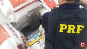 PRF apreende quase 2 toneladas de maconha em meio à carga de milho no município de Medianeira