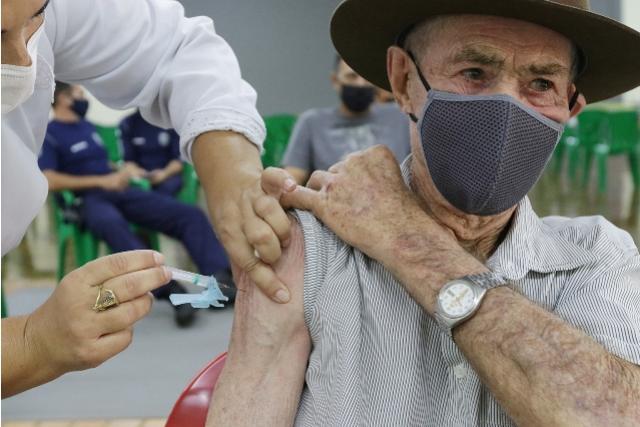 Secretaria de Saúde aguarda novo lote para retomar aplicação de primeiras doses