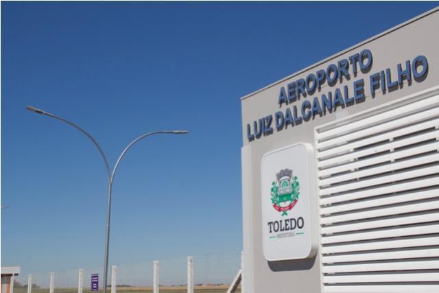 Aeroporto Municipal: Em dia histórico, Toledo decola com vôo comercial