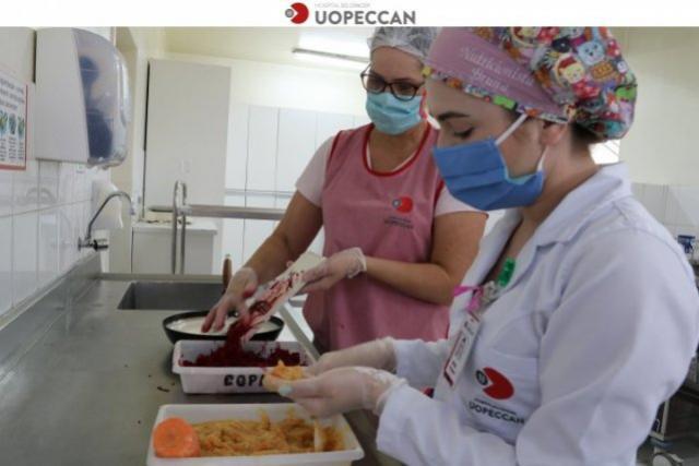 Uopeccan de Cascavel realiza lanche da tarde com alimentos nutritivos para os pacientes da Oncopediatria