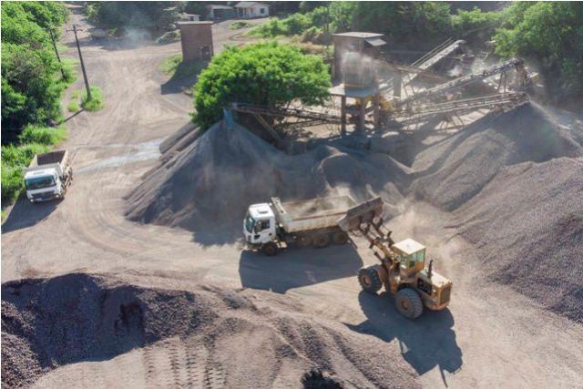 Pedreira municipal quebra recorde histórico de produção de brita
