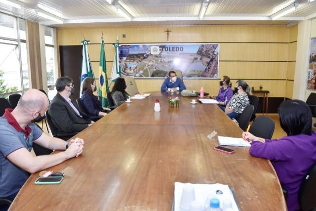 Escola Alberto Santos Dumont convida prefeito para aniversário de 55 anos