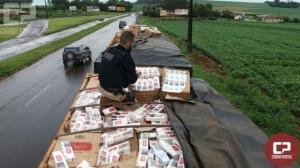PRF apreende carreta bitrem com 600 mil carteiras de cigarro em Quatro Pontes