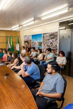Novos servidores aprovados em concurso em Toledo tomam posse