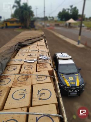 PRF apreende carreta carregada com R$ 1,5 milhão em cigarros contrabandeados em Santa Terezinha de Itaipu