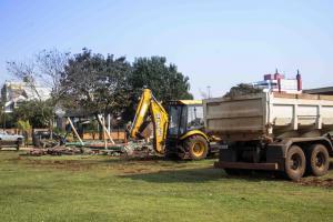TOLEDO EM OBRAS:Parquinho do Parque Diva Baim Barth é retirado