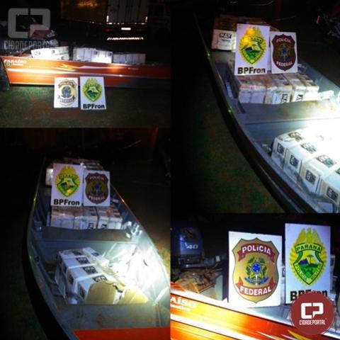 BPFron aprende embarcação e caixas de cigarros contrabandeados em Mercedes