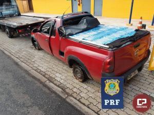 Após 30 km em fuga, PRF apreende veiculo carregado com cigarros contrabandeados