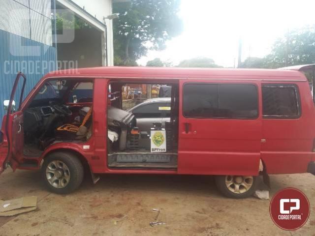 BPFRON apreende van com fundo falso carregada com contrabando em Foz do Iguaçu