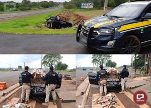 PRF apreende 212 kg de maconha transportada em veículo roubado na cidade de Santa Terezinha de Itaipu