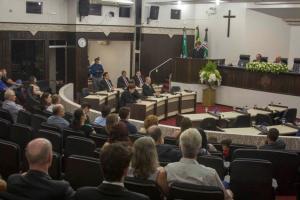 Títulos de Cidadania Honorária e Medalha Willy Barth são entregues pela Prefeitura e Câmara Municipal