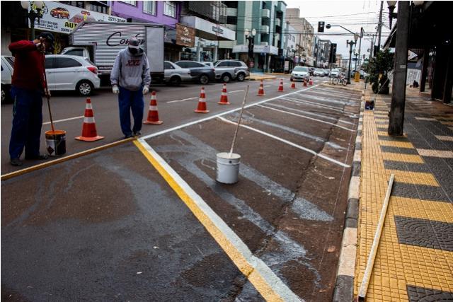 Pintura e sinalização são reformadas para melhorar o trânsito no centro de Toledo