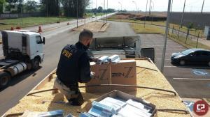 PRF apreende 450 mil carteiras de cigarros contrabandeados em Marechal Cândido Rondon