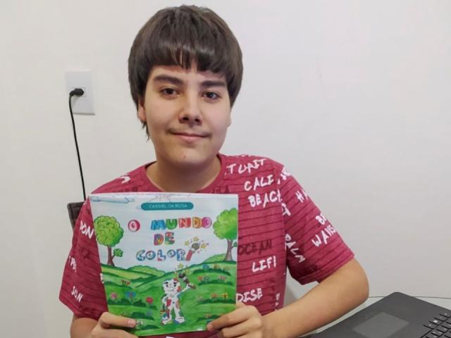 Durante a pandemia, aluno da Casa da Cultura de Toledo escreve e ilustra livro