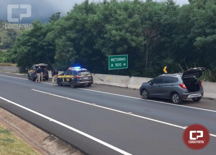 PRF intercepta veículo roubado em fuga e detém três homens na BR-277