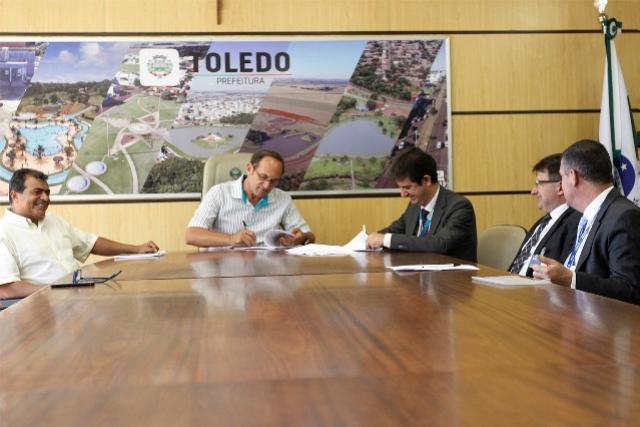 Prefeitura de Toledo e Caixa assinam contratos para obras de infraestrutura