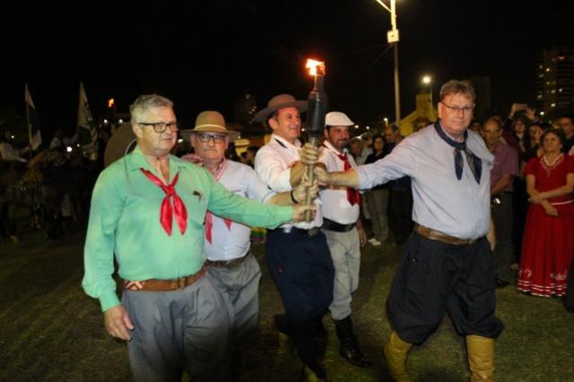 Chegada do Fogo Crioulo abre festejos da 11ª Semana Farroupilha em Toledo
