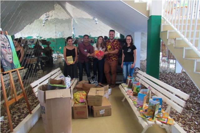 UTFPR de Toledo doa livros para abastecer Geladeiras Solidárias