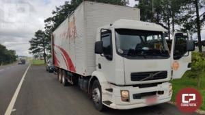 PRF apreende caminhão carregado de cigarros contrabandeados em Laranjeiras do Sul