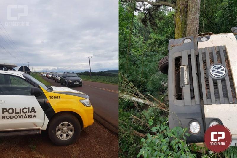 RODOVIA LIBERADA : A PR-317, no km 395 conhecido com Linha Sanga Funda ficará bloqueada para retirada de caminhão tombado