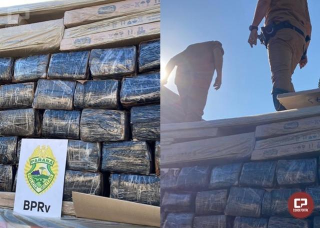 PRE de Cascavel apreende carreta carregada com 4.770 kg de maconha e prende uma pessoa em Toledo