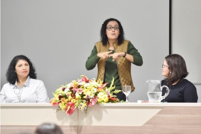 Seminário debate implantação da Libras no ensino regular de Toledo