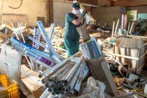 Indústria recolhe mais de 120 mil luminárias depositadas em Central de Volumosos na cidade de Toledo
