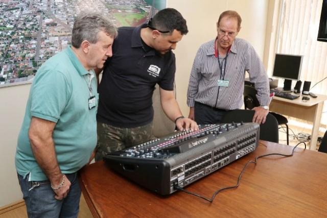 ABRAVES doa mesa de som digital para o Teatro Municipal de Toledo