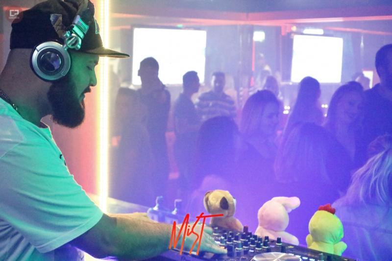 Galeria completa de fotos do Domingo da Ressaca na Mist Lounge