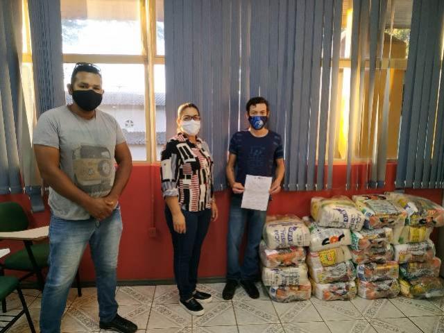 Corpo de Bombeiros e empresas doam cestas básicas e agasalhos para SMAS de Toledo
