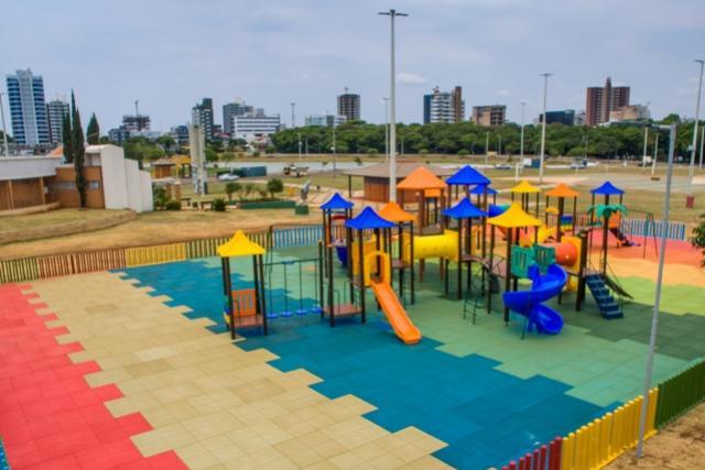 Com 7 novos parquinhos, Toledo amplia espaços de lazer para crianças
