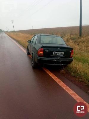 Motorista joga carro em cima da equipe da PRE-Cascavel, foge na mata, mas veículo foi apreendido com drogas
