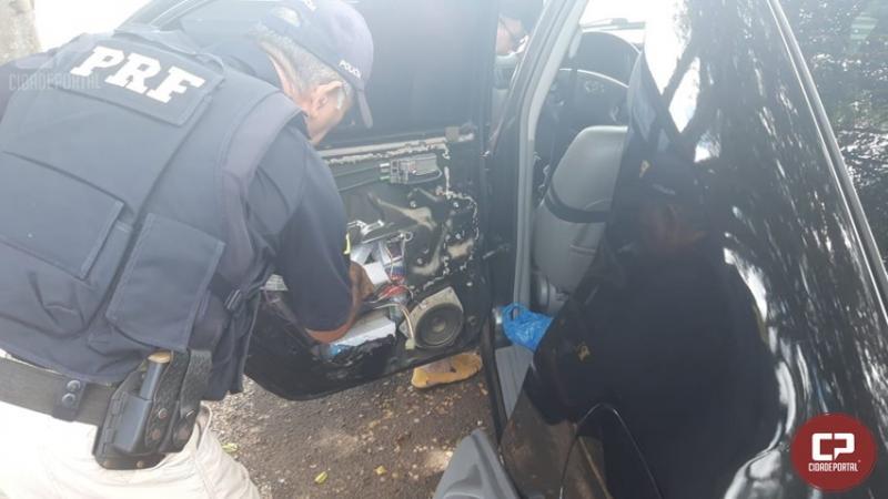 PRF apreende mercadoria escondida em veículo no município de Santa Terezinha