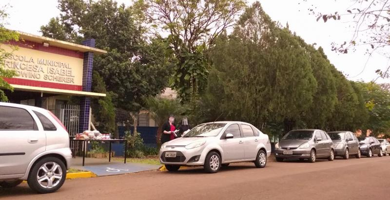 Alunos e professores da Escola Princesa Isabel se reencontram em drive-thru
