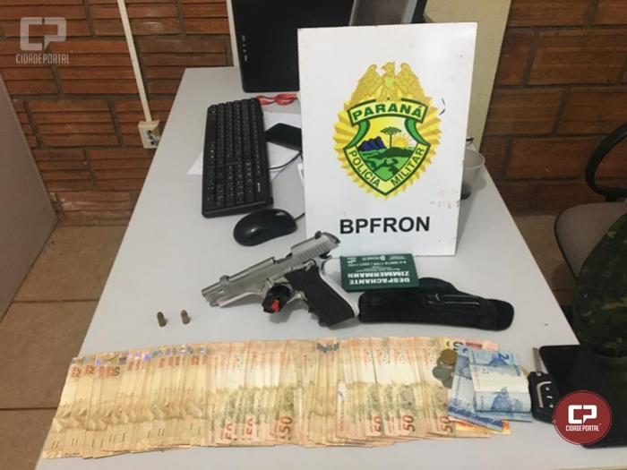 Policiais Militares do BPFRON realizam a prisão de uma pessoa armada em Entre Rios do Oeste