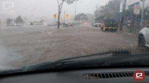 A cidade de Toledo sofre com chuvas e ventos nesta quinta-feira, 31