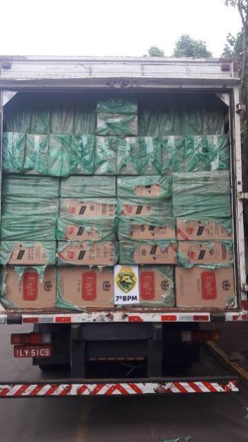 Policiais do 7° BPM apreendem caminhão carregado com cigarros contrabandeados em Tapejara