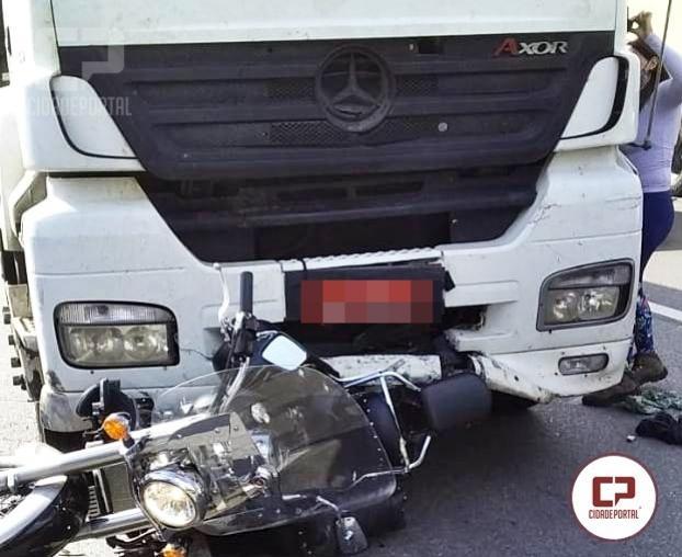 Homem se segura em cabine de caminhão por 32 quilômetros após acidente em SC