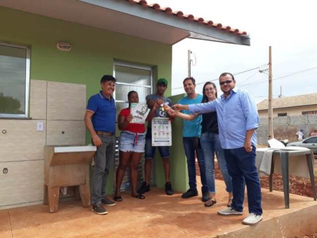 Famílias em Quinta do Sol recebem chaves da casa própria