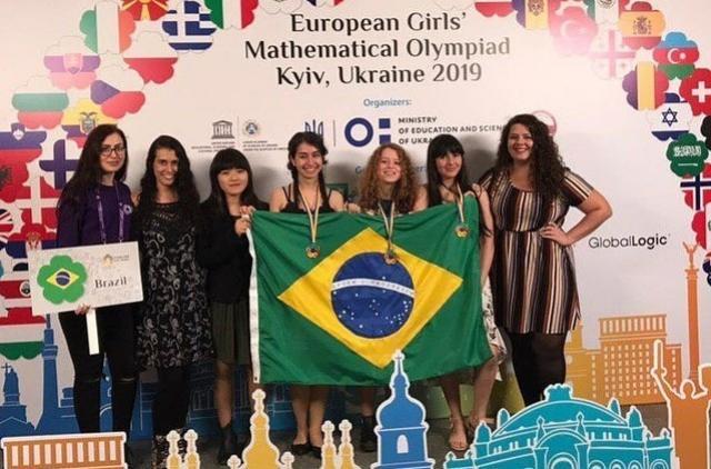 Brasileiras fazem história com ouro inédito em olimpíada de matemática na Europa