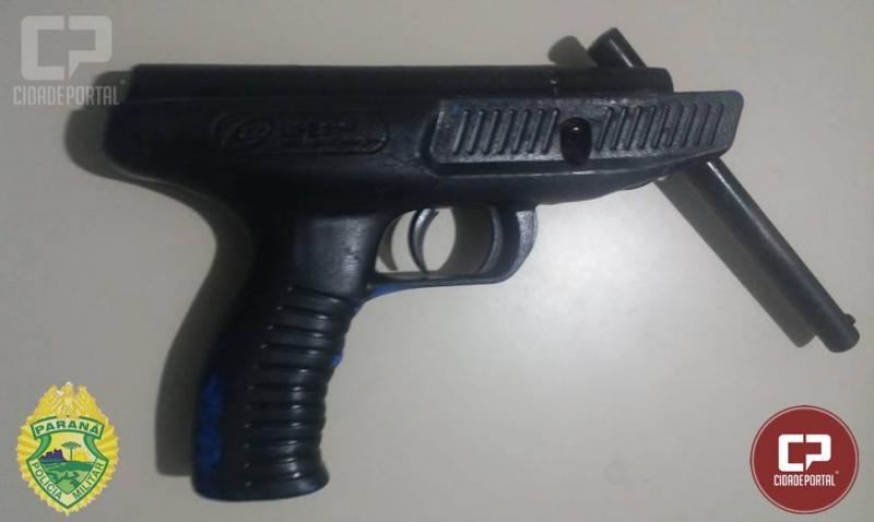 Após agredir mulher por não ter chave de roda para emprestar, homem ainda efetua disparo de arma de fogo