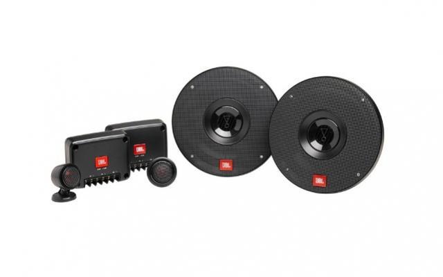 JBL atualiza linha de som automotivo com áudio potente e instalação fácil