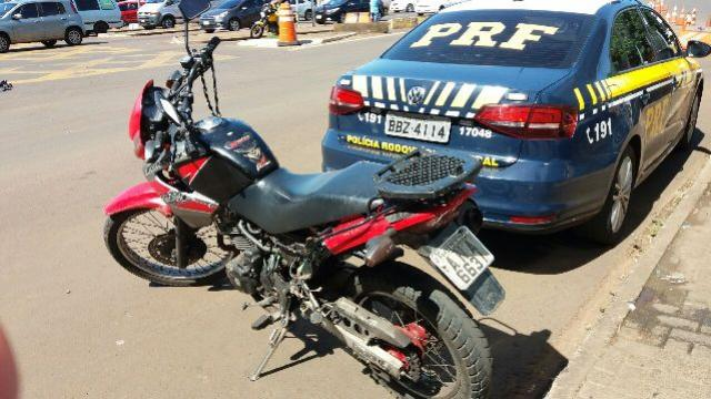 Polícia Rodoviária Federal recupera motocicleta na ponte Internacional da Amizade
