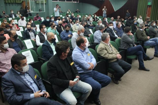 Estado discute retomada da economia com prefeitos da Comcam
