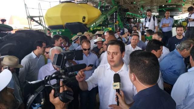 Presidente da Comcam reforça demandas da região a Ratinho JR. durante Show Rural
