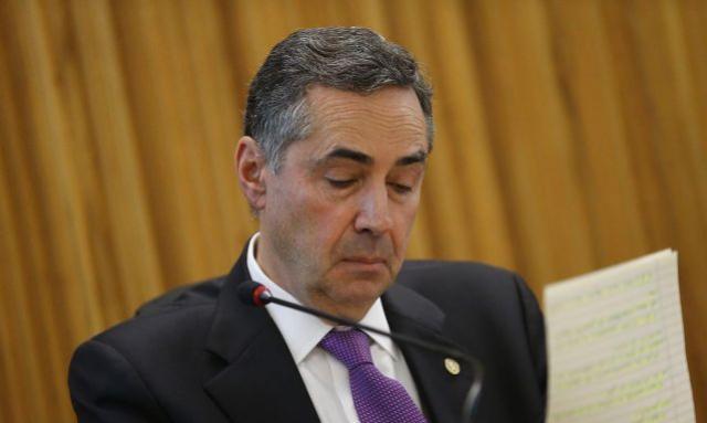 Ministro do STF proíbe campanhas contra isolamento da covid-19