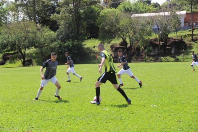 Empates e goleadas marcam início das disputas na categoria B dos JEPS Bom de Bola em Ubiratã